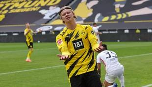 Le très convoité Erling Haaland, lors de la défaite du Borussia Dortmund devant Francfort, samedi.