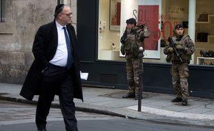 Un homme portant une kippa rue des Rosiers à pARIS? LE 12/1/2015