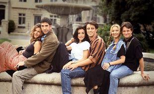 les héros de « Friends » posent devant la réplique de la fontaine Pulitzer.