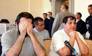 Thierry Delay et Myriam Badaoui le 8 Juin 2004 au palais de justice de Saint-Omer (Pas-de-Calais).