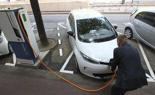 Nouvelles bornes de charge électrique pour véhicules équipés  de moteur électrique.