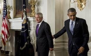 Le président Barack Obama (d) quitte le secrétaire à la Défense Chuck Hagel après l'annonce de sa démission, le 24 novembre 2014 à la Maison Blanche à Washington