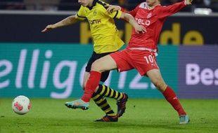 Dortmund a été tenu en échec par Düsseldorf (1-1) mardi soir, un nul inquiétant avant le déplacement samedi au Bayern Munich, lors d'une 14e journée du Championnat d'Allemagne marquée par les chutes de Schalke à Hambourg et de Francfort face à Mayence.