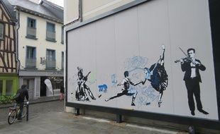 Inaugurée dimanche, l'oeuvre signée Blek le Rat a été recouverte de tags dans la nuit de mardi à mercredi.