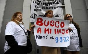 Plus de 1.400 cas signalés, très peu d'enquêtes ouvertes: les familles de bébés volés durant la dictature franquiste et les années suivantes ont interpellé vendredi la justice espagnole pour lui demander d'aller au bout de son travail sur ces mystérieuses disparitions.
