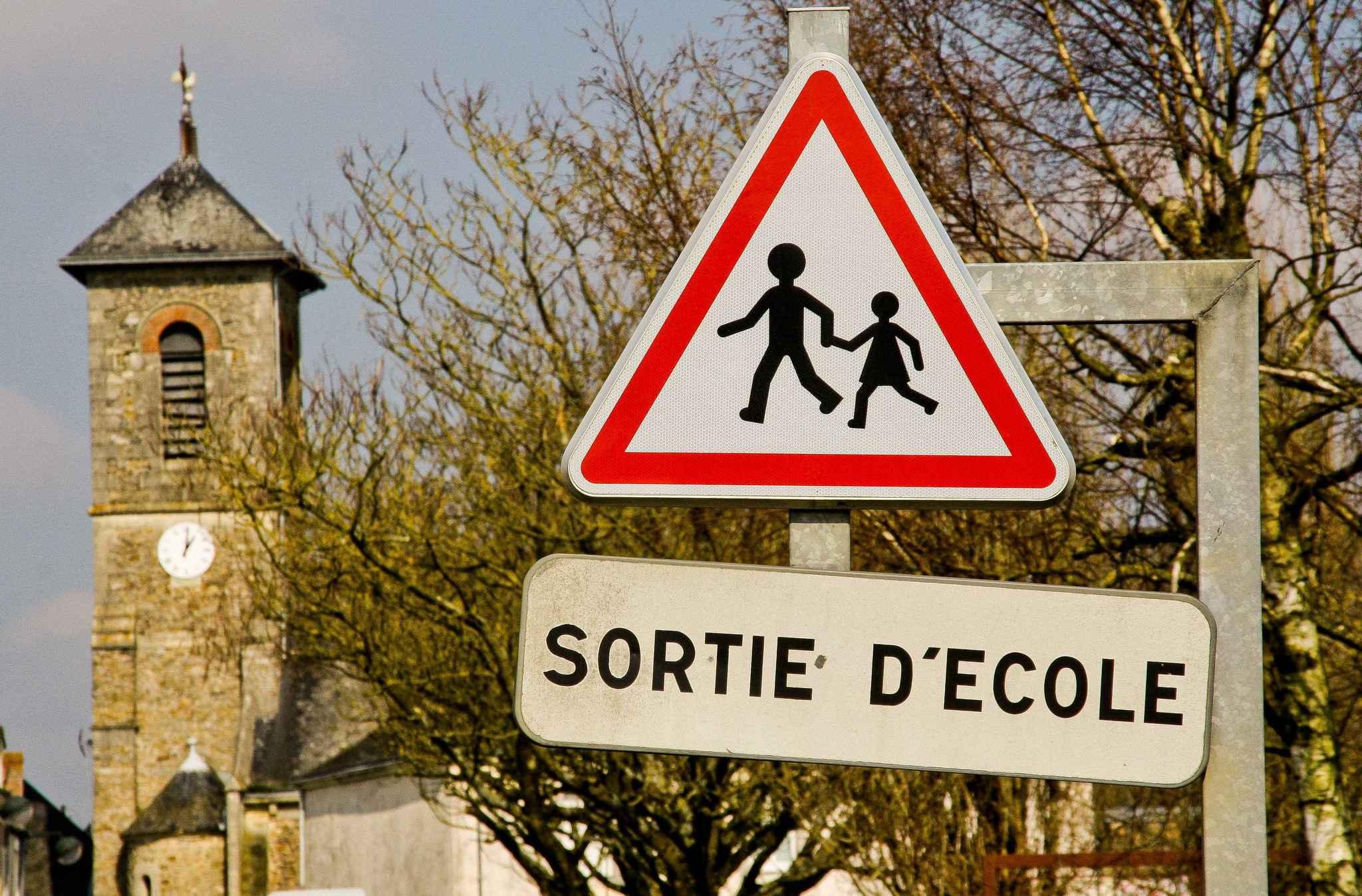 Normandie : une fillette oubliée pendant 8 heures dans un car scolaire