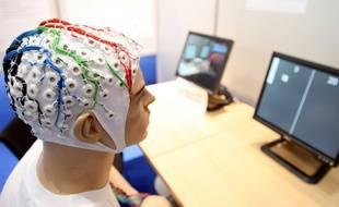 Illustration d'un électroencéphalogramme, un examen qui fait partie des tests de dépistage de l'épilepsie.