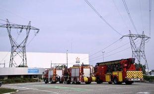 Un dégagement de vapeur a fait deux blessés très légers mercredi dans la centrale nucléaire de Fessenheim (Haut-Rhin), mais le gouvernement comme EDF ont minimisé la portée de cet incident dans la doyenne des centrales françaises, qui a toutefois suscité de nombreuses réactions.