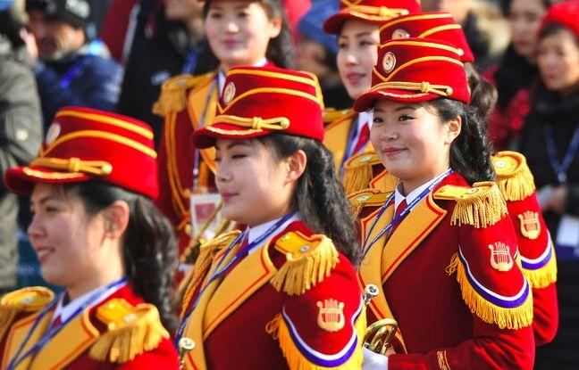 Les pom-pom girls nord-coréennes au village olympique à Gangneug, Corée du Sud, le 8 février 2018.