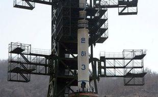 La Corée du Sud consulte tous azimuts mardi dans l'espoir de contraindre l'ennemi du Nord à renoncer au tir d'un lanceur de satellite civil que les Occidentaux et une partie de la communauté internationale soupçonnent d'être un missile balistique.