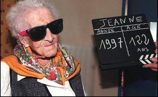 Jeanne Calment, la doyenne arlésienne de l'humanité, posait pour les photographes dans sa maison de retraite, le 20 février 1997 à Arles, à la veille de son 122ème anniversaire.