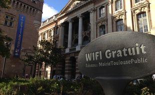 Le square de Gaulle, une des zones connectées en Wi-Fi public à Toulouse.