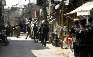 L'explosion d'une bombe lors du passage d'un convoi militaire a causé la mort d'au moins 20 soldats et en a blessé 30 autres dimanche, dans le nord-ouest du Pakistan.