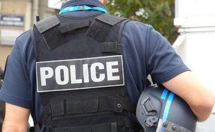 Le 6 octobre 2014. Illustration d'un policier en intervention boulevard de la Croix-Rousse à Lyon.