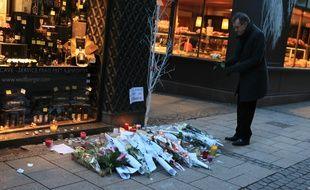 Illustrations, hommages et marché de Noël vide à Strasbourg, deux jours après la fusillade au marché de Noël. Le 13 décembre 2018.