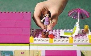 Lego tente d'ouvrir aux filles l'univers de la construction associé aux garçons.