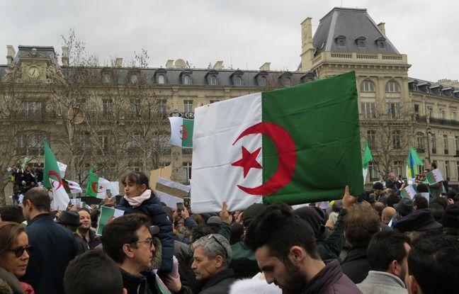 La place de la République à Paris s'est petit à petit rempli de manifestants, qui disent leur soutien au peuple algérien qui se soulève depuis des semaines contre un 5e mandat de Bouteflika.