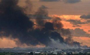 Sur le terrain, l'armée israélienne a resserré son étau sur la ville de Gaza où des familles ont fui des quartiers périphériques touchés par des combats meurtriers, qui faisaient également rage dans le nord du territoire contrôlé par le mouvement islamiste Hamas.