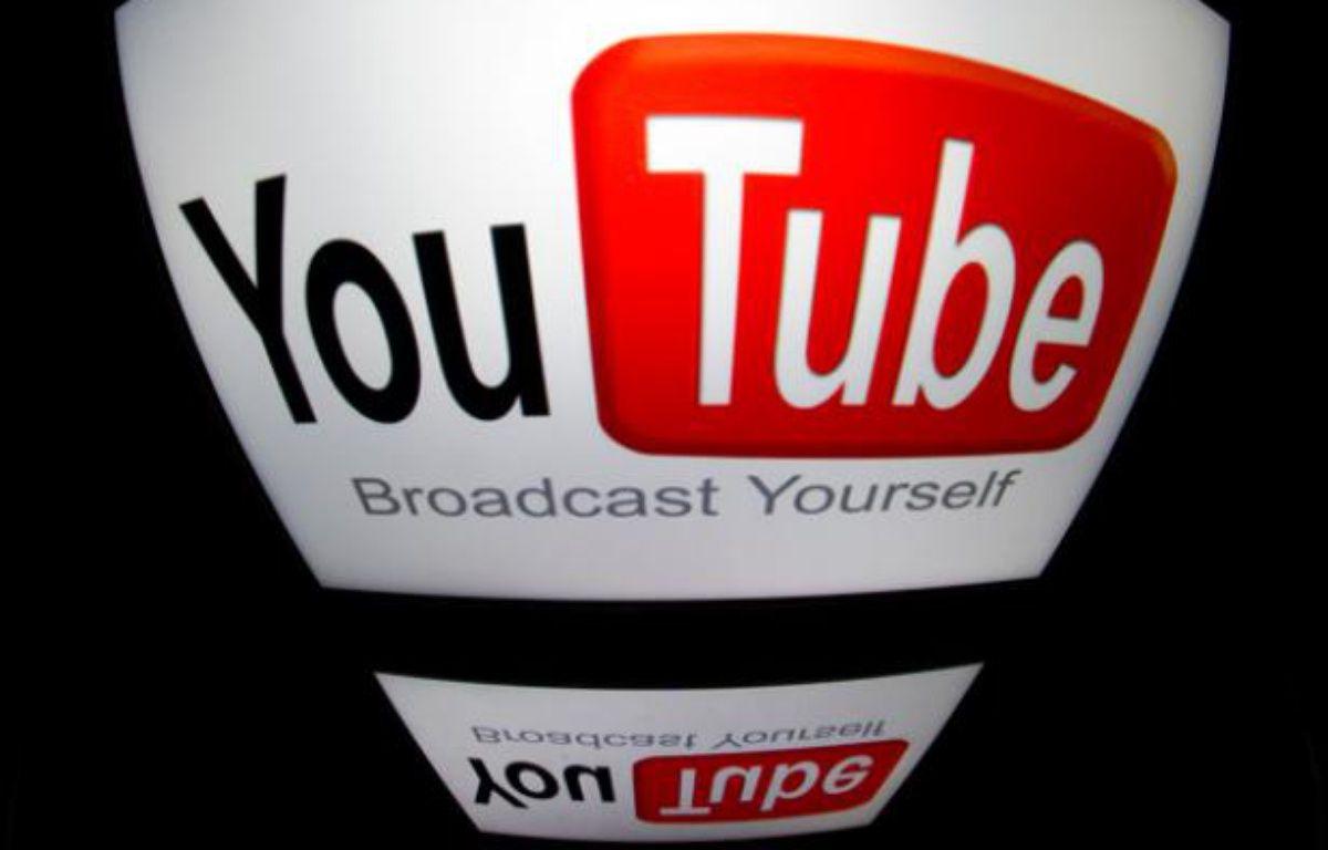 Le logo de YouTube. – LIONEL BONAVENTURE / AFP