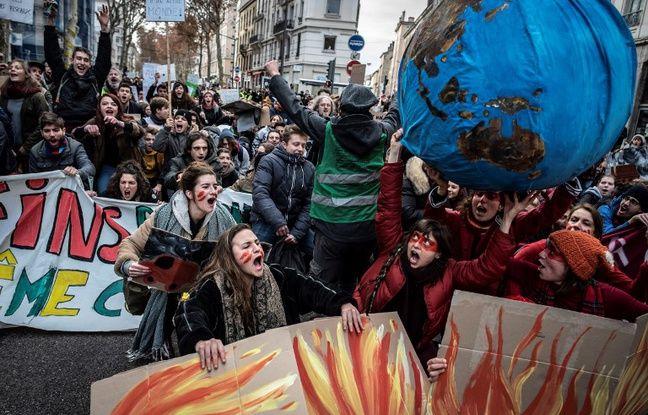 Lyon: Coup d'envoi de la Marche mondiale pour le climat en France