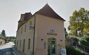 Le bureau de poste de Sainte-Alvère.