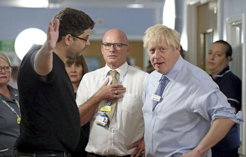 VIDEO. Royaume-Uni: Boris Johnson malmené lors d'une visite dans un hôpital