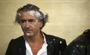 Bernard-Henry Lévy a été victime de l'entarteur belge Noël Godin, à Namur le 30 mai 2015.