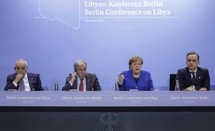 L'envoyé spécial de l'ONU en Libye Ghassan Salame, le secrétaire général des Nations unis Antonio Guterres, la chancelière allemande Angela Merkel et le ministre des Affaires étrangères allemand Heiko Maas à Berlin, le 19 janvier 2020.