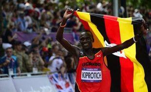 L'Ougandais Stephen Kiprotich a remporté à 23 ans le marathon des JO-2012, dernière épreuve d'athlétisme de la quinzaine olympique, en bouclant les 42,195 km en 2 h 08 min 01 sec, dimanche.