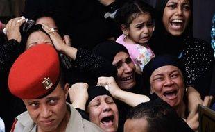 Des funérailles militaires ont eu lieu mardi au Caire pour les 16 gardes-frontières tués dimanche près de la frontière avec Israël par un commando qui s'est ensuite infiltré en Israël où il a été neutralisé.