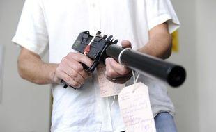 Illustration d'un  pistolet-mitrailleur.