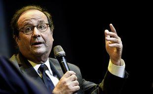 François Hollande est allé à la rencontre des gilets jaunes ce jeudi.
