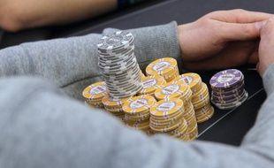 """En ligne ou en """"live"""" (casinos, cercles de jeux), payant ou gratuit : plus d'un million de Français jouent au poker alors que le plus grand tournoi gratuit jamais organisé en France se déroule ce week-end à la Grande Halle de la Villette, à Paris."""