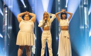 Lizzy Howell, Bilal Hassani et Lin Ching Lan, lors de leur première répétition sur la scène de l'Eurovision, le vendredi 10 mai 2019.