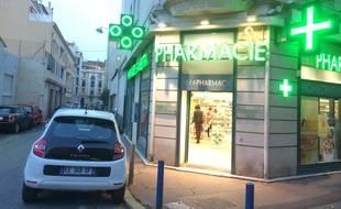 La pharmacie Gambetta, à Nice, devant laquelle a eu lieu le kidnapping