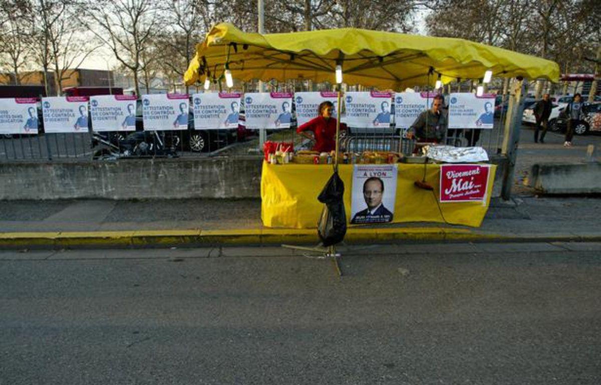 Un vendeur de sandwichs lors du meeting de François Hollande au palais des sport de Lyon, le 1 mars 2012.  – CYRIL VILLEMAIN / 20 MINUTES