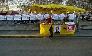 Un vendeur de sandwichs lors du meeting de François Hollande au palais des sport de Lyon, le 1 mars 2012.