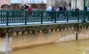 Le pont n'était pas loin d'être submergé dans cette vraiment très belle ville de Mont-de-Marsan.