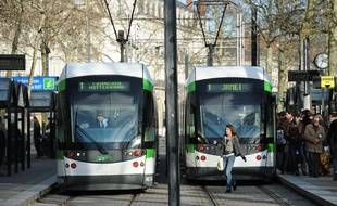 Nantes, le 10/01/2011 Trams de la TAN à l'arrêt commerce après une interruption du traffic suite à une agression
