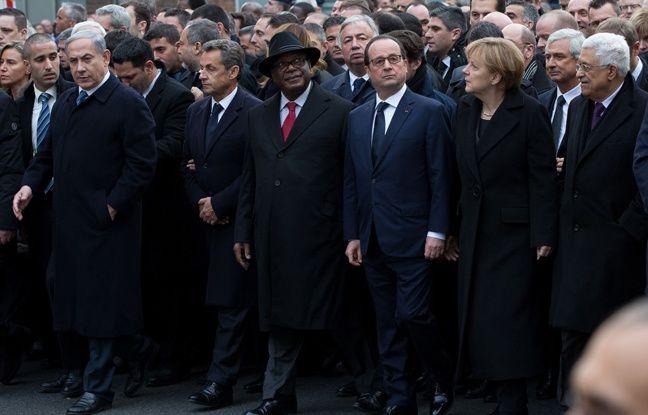 Benjamin Netanyahu, Nicolas Sarkozy, Ibrahim Boubacar Keita, François Hollande, Angela Merkel et Mahmoud Abbas lors de la marche républicaine le 11 janvier 2015 à Paris.