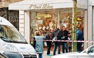 Le périmètre autour de la bijouterie l'Œil Bleu a été fermé après le drame.