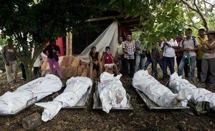 Les corps de cinq militaires colombiens tués par les Farc à Santander de Quilichao, en Colombie, le 19 décembre 2014