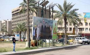 Un panneau électoral avec le Premier ministre irakien Nouri al-Maliki, à Bagdad, le 25 mars 2014