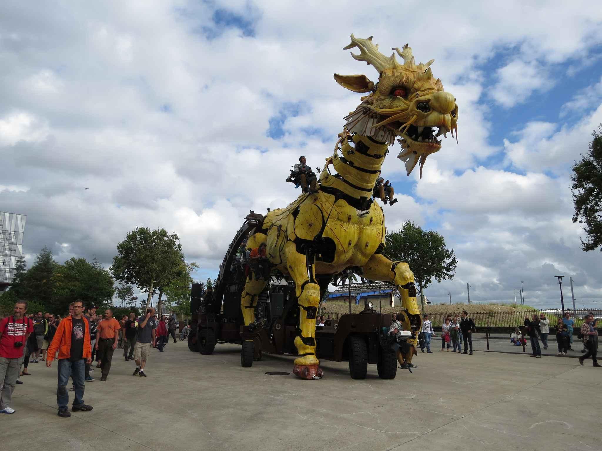 nantes le cheval dragon va s 39 envoler d finitivement pour la chine. Black Bedroom Furniture Sets. Home Design Ideas