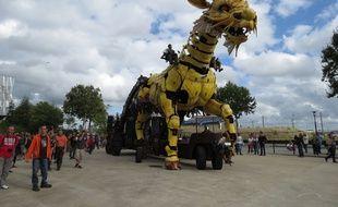 A Nantes le 26 aout 2014- Le cheval dragon de la compagnie La Machine a fait sa premiËre sortie mardi