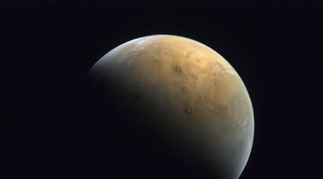 Espace : La sonde « Hope » a envoyé sa première image de ...