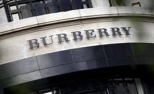 Enseigne du groupe de luxe britannique Burberry. Illustration.