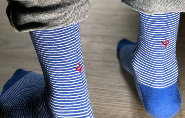 Les chaussettes estampille sont tissées à base de coton recyclé et de polyester recyclé.