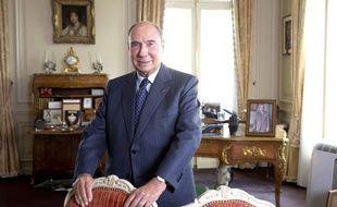 Le sénateur UMP Serge Dassault, ancien maire de Corbeil-Essonnes, dans son bureau parisien le 6 décembre 2013.