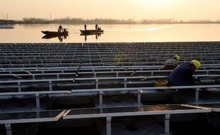 En mai dernier, la Chine inaugurait la plus grande installation photovoltaïque flottante du monde dans la province d'Anhui, au-dessus d'une ancienne zone houillère inondée.